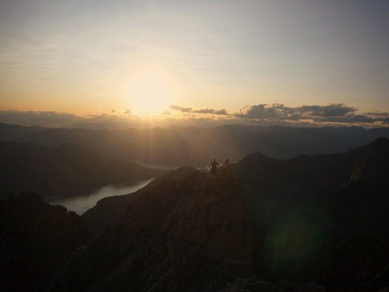 in cresta al tramonto