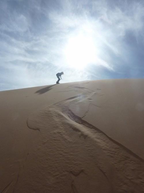 sci nel deserto dune sabbia snowboard P1100132