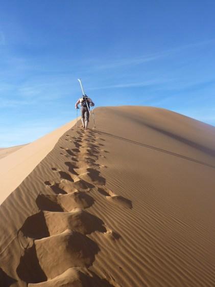 sci nel deserto dune sabbia snowboard P1100156