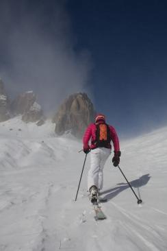 mountainspace scialpinsmo torri sella canazei trentino giacomo longhi jack elisa broggi dynastar marvi sport cantu camp pelli di foca marmolada sellaronda fuoripista (24)